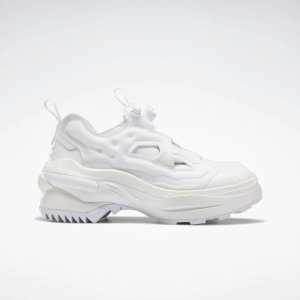 Reebok白色气垫鞋
