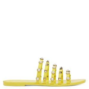 Nine West黄色平底鞋