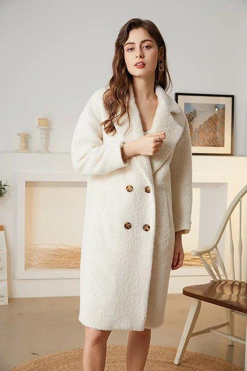 白色羊驼毛大衣