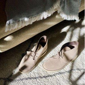 低至5折!€43收玛丽珍鞋Clarks 年中大促 经典英伦风美鞋收不停 舒适度、颜值满分!