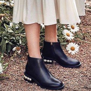 $1320 (官网定价约$1460)Nicholas Kirkwood 定价优势 经典珍珠踝靴