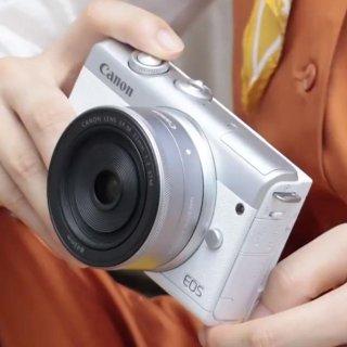 """定价£ 519.99 比7Plus 还小的""""卡片""""机上新:Canon EOS M200 APS-C 微单相机 广受好评的M100续作"""