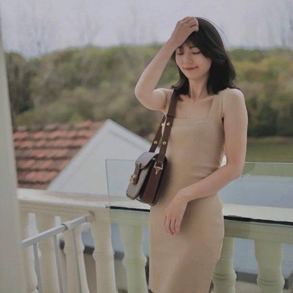 驼色针织裙