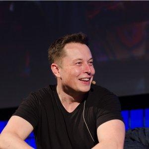 45折优惠 加装立省$60003月18日结束 降价前入手Tesla的顾客 可半价加装Autopilot