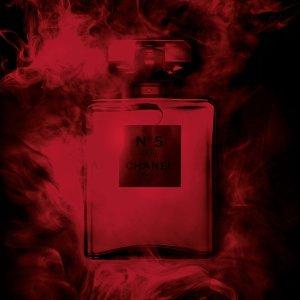 £130入100ml 展现永恒与瞬间的矛盾之美上新:Chanel No.5 红色限量版惊艳上市