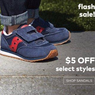 立减$5 退货免运费Stride Rite 童鞋促销 有口碑超好的Saucony