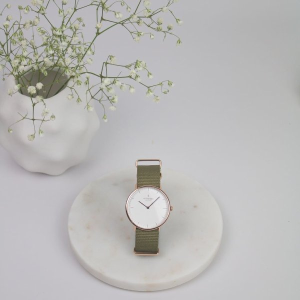 Native 橄榄绿表带手表