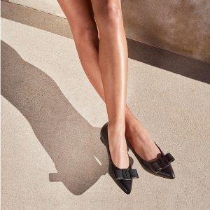 低至4折 蝴蝶结鞋$332Salvatore Ferragamo 经典美鞋、包包、配饰大促