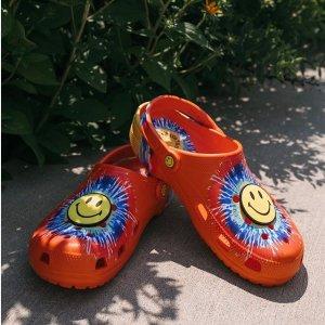 $8起Crocs 和 Chinatown Market合作款热卖 让你的洞洞鞋更可爱