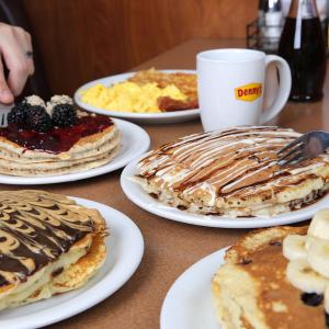 免费送2份儿童餐Denny's 美式经典早餐餐厅,购买1份成人餐限时优惠活动