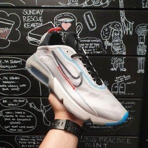 部分低至5折+额外7折 £74收周冬雨同款Nike 明星潮鞋大盘点 戴上帽子头一低 别人还以为你是明星