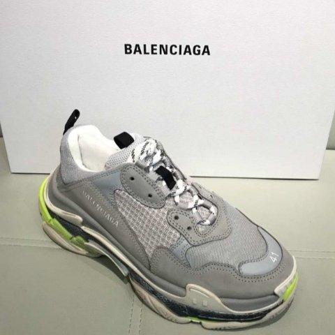 汇率优势+8.3折 £469收封面不同配色老爹鞋Balenciaga 潮流标杆加入折扣 收老爹鞋、腰包、毛衣等高级时装