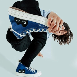 €140起收小爱心帆布鞋降价!CDG PLAY x Converse 联名专场 新款灰蓝配色 黄金码全