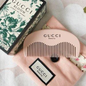 限时4.8折+送网红Gucci梳子闪购:Gucci 古驰 倾色星辉唇膏 €21收米开理红的鲜红色