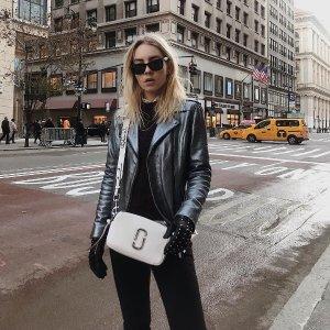 免邮中国+被税即送£30无门槛代金券Marc Jacobs 精选美包7.5折,¥1000+收万能相机包,入股不亏