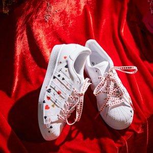 上新价 限量T恤$45收上新:Adidas 情人节限定甜蜜上线 神仙Superstar黄金码收