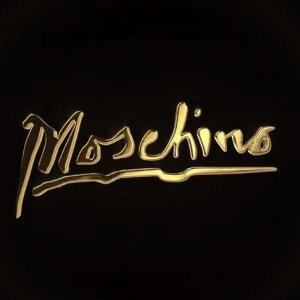 无门槛8.5折 £112收新款金色印花潮T独家:Moschino 国庆独家大促 最IN的霓虹、镭射、卡通印花小熊都在这里