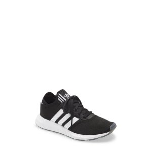 AdidasSwift Run运动鞋