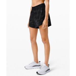 Lululemon运动短裤