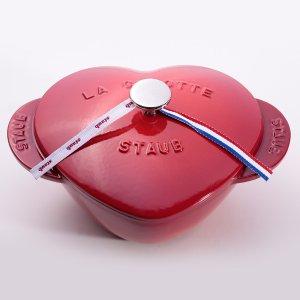 仅售€199 1.75L容量Staub 法国著名珐琅铸铁樱桃红爱心锅 煎煮炒均可
