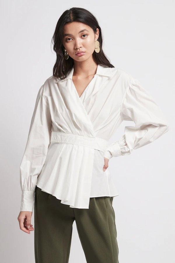 茶歇式设计感白衬衫