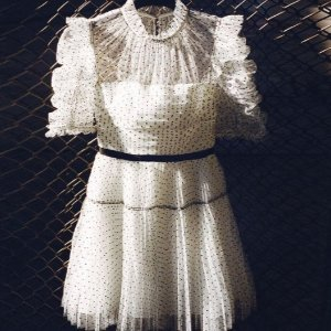 5折起 €111收波点天鹅绒上衣再降:Self Portrait 精选美衣美裙大促 穿上以后仙气飘飘