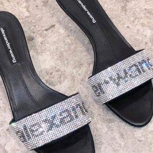 3折起 卫衣$251Alexander Wang 超强大促 大量热门单品加入 收水钻包、封面鞋