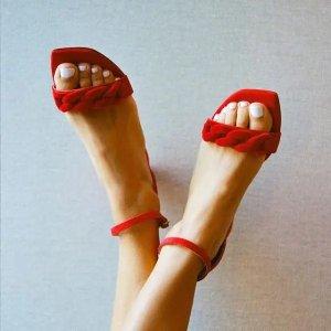Stuart Weitzman跟高:50mm一字带粗跟鞋