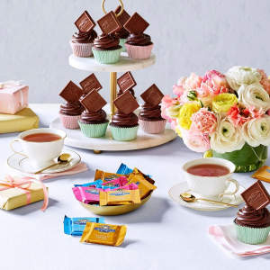 10% off on $50+ your purchasechocolate gift box @ Ghirardelli