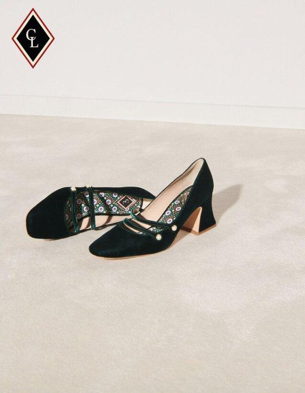 黑色丝绒高跟鞋