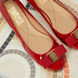 无门槛7.8折 优雅一身Salvatore Ferragamo 经典蝴蝶结美鞋热卖