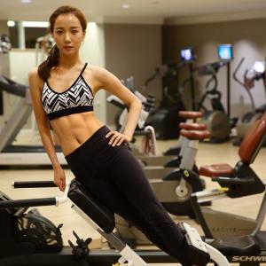 8折 + 免邮,王璐丹这腹肌厉害了瑜伽球,跑步机,哑铃,弹力带等健身器材促销