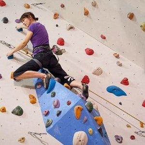 包含鞋子和教练哦攀岩也能团购啦 长达2小时只要€17.9