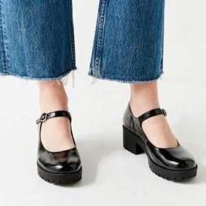 Urban OutfittersUO Daria 中跟鞋