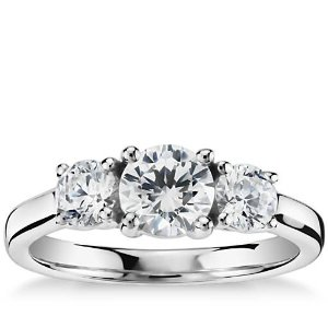 Blue Nile戒托Classic Three-Stone Diamond Engagement Ring in 14k White Gold | Blue Nile