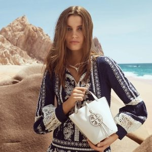 Up To 70% Off + Extra 30% OffTory Burch Celebrity Styles Sale