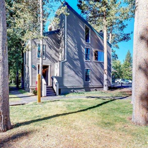 $189South Lake Tahoe Lake Life House