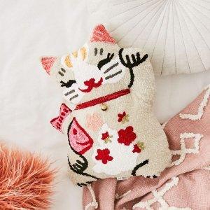 低至6折 收招财猫抱枕Urban Outfitters 网红风家居床品限时特卖