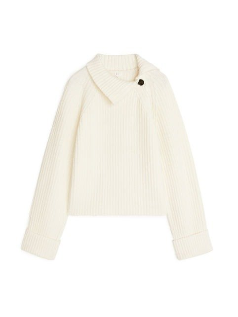 白色高领毛衣
