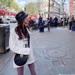 闪促6折! 封面同款卫衣€270Balmain 季中大促 巴黎顶级高定品牌 明星衣橱必备
