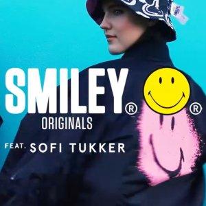 €17.99收笑脸长袖T恤Smiley X Bershka 最新联名款 粉红笑脸暴击 潮人最爱色彩碰撞