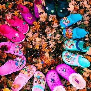 低至4折+最高立减$20Crocs 官网精选男女及儿童鞋履限时特卖 收毛绒款洞洞鞋