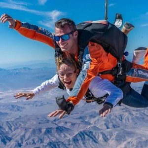 """$99起 体验""""空中飞人""""Groupon 北美各大城市高空跳伞体验,过千4.5星以上好评"""