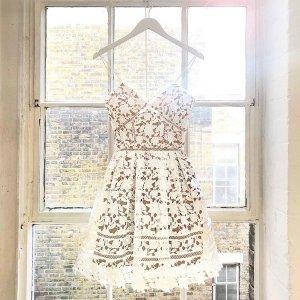 吊带蕾丝短裙