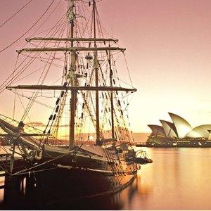 $135 (原价$238)浪漫体验Sydney Harbour Tall Ships 2人90分钟黄昏游+晚餐