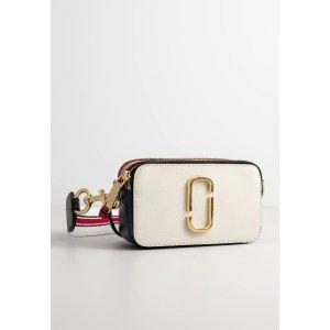 Marc Jacobs白粉色相机包