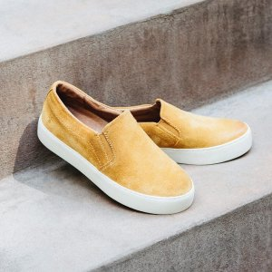 Up to 50% Off + Free ShippingWomen's Clothing & Shoes Sale @ The FRYE Company