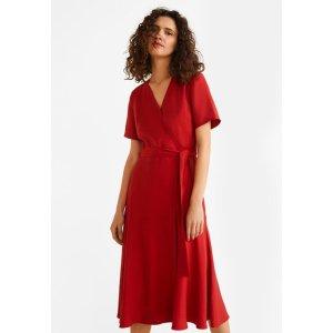 大红色连衣裙