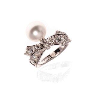 Mikimoto18k White Gold Diamond And Pearl Statement Ring Size 7. 1403/19-03