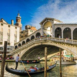 £99 包含机票和船资2-3晚威尼斯刚朵拉之旅 宿假日酒店
